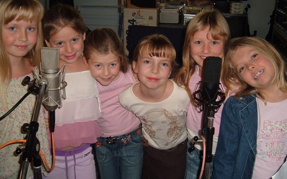Grace and Friends - Popstar Party